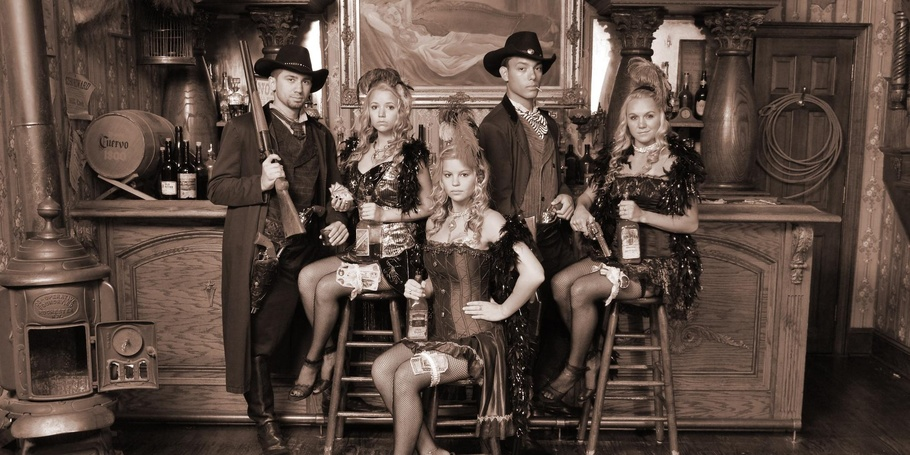 Gunslingers and Saloon Girls