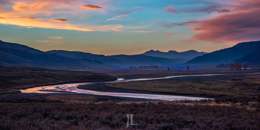 Lamar Valley Yellowstone sunrise