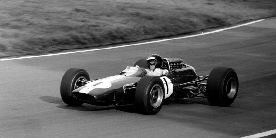 Image Archive : Jim Clark (Lotus 33) Oulton Park 1966